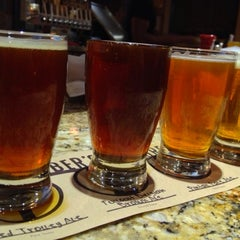 Photo taken at Karl Strauss Brewing Company by Marina R. on 11/13/2012