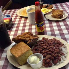 Photo taken at Roscoe's House of Chicken and Waffles by Gabriel E. on 12/31/2014