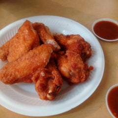 Photo taken at 荣记 Eng Kee Chicken Wing by Jon W. on 9/8/2015