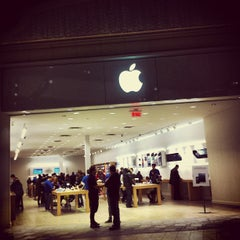 Photo taken at Apple Store, Carrefour Laval by Simon d. on 11/5/2012