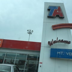 Photo taken at TravelCenters of America by Herta K. S. on 8/4/2015