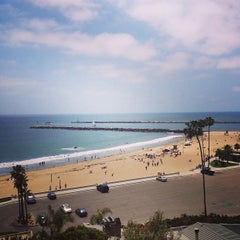Photo taken at Corona del Mar State Beach by Rafaela T. on 5/16/2013