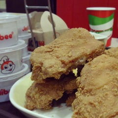 Photo taken at Jollibee by Laurence on 1/11/2015