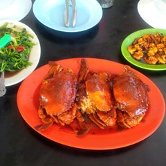 Photo taken at Dandito Seafood | Restaurant by Tredy R. on 9/7/2015