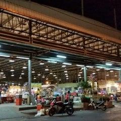 Photo taken at ตลาดใหม่นาเกลือ by Peerasak C. on 12/9/2014