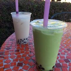 Photo taken at Tea Largo Beverage Co. by Kahlee M. on 11/15/2014
