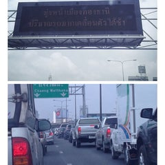 Photo taken at ทางพิเศษศรีรัช ส่วน A (Si Rat Expressway Sector A) by Pop V. on 2/19/2014