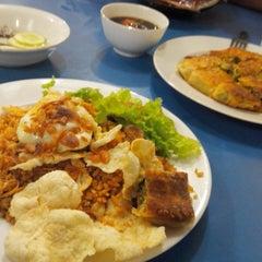 Photo taken at Restoran Kubang Hayuda by rifat n. on 1/29/2014