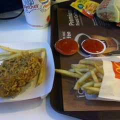 Photo taken at McDonald's by windia r. on 11/5/2014