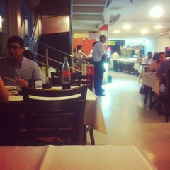 Photo taken at Vídeo Pizzaria e Restaurante by Andressa G. on 6/23/2013