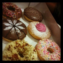 Photo taken at Mad Over Donuts by Urmika M. on 10/30/2012