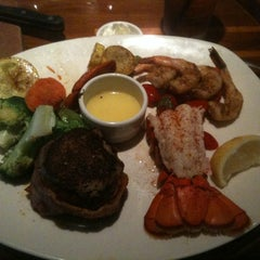 Photo taken at Outback Steakhouse by Calvin R. on 11/2/2014