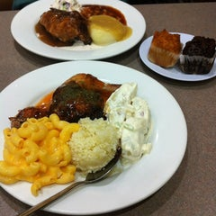 Photo taken at Kenny Rogers Roasters by 아리사 .. on 3/8/2013