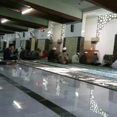 Photo taken at Masjid Agung Sunan Ampel by Heru S. on 6/29/2015