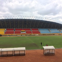 Photo taken at Stadion Gelora Sriwijaya (GSJ) by Iwan C. on 2/20/2016