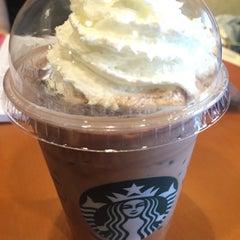 Photo taken at Starbucks (สตาร์บัคส์) by putthida j. on 7/9/2015