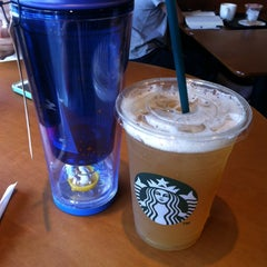 Photo taken at 星巴克 Starbucks by putthida j. on 9/2/2014