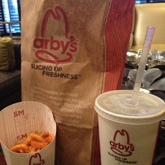 Photo taken at Arby's by Carmin C. on 2/5/2014