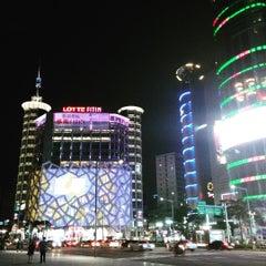 Photo taken at 동대문종합시장 (Dongdaemun Market) by 炳炳 郭. on 7/17/2015