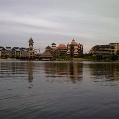 Photo taken at Pullman Putrajaya Lakeside by Elfera I. on 6/13/2013