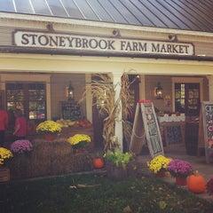 Photo taken at Stoneybrook Farm Market by Isa L. on 10/27/2013