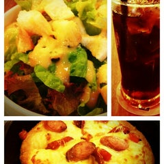 Photo taken at Pizza Hut by Wish on 6/24/2013