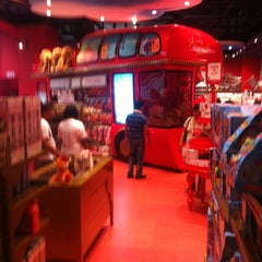 Photo taken at Hamleys by Sachin G. on 10/14/2012
