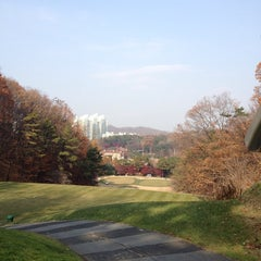 Photo taken at 남서울컨트리클럽 (Nam Seoul CC) by mucat on 11/21/2014
