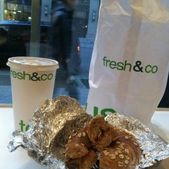 Photo taken at Fresh & Co by kristina marie on 11/1/2012