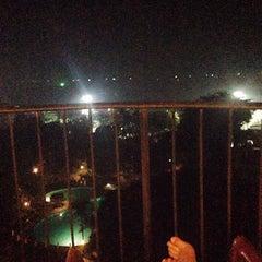 Photo taken at The Montien Hotel Pattaya (โรงแรมมณเฑียร พัทยา) by Ploy C. on 4/25/2015
