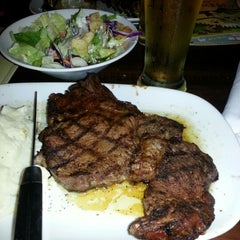 Photo taken at LongHorn Steakhouse by Ermilo c. on 11/29/2012