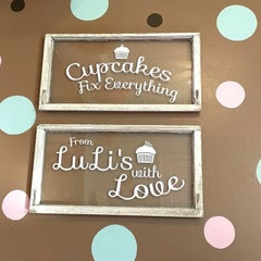 Photo taken at LuLi's Cupcakes by خورخ دانيال م. on 1/7/2015