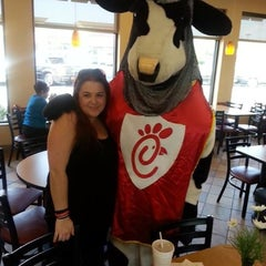 Photo taken at Chick-fil-A by Heathyre P. on 8/29/2013