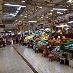 Photo taken at ตลาด อ.ต.ก. (Or Tor Kor Market) by Nooch G. on 10/5/2013