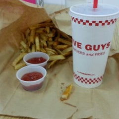 Photo taken at Five Guys by Rushme 2. on 11/17/2012