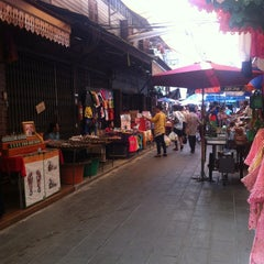 Photo taken at สามชุก ตลาด 100 ปี (Samchuk Market) by Suwannee K. on 11/11/2012