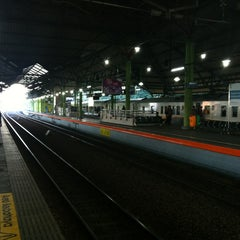 Photo taken at Stasiun Gambir by Kang Iwan @IwanBCA on 5/19/2013