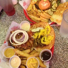 Photo taken at Fuddruckers by Jayi K. on 12/8/2012