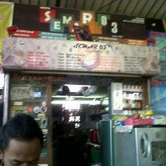 Photo taken at Pujasera Politeknik Negeri Bandung (Polban) by Ekky N. on 4/14/2013