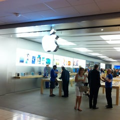 Photo taken at Apple Store, Pacific Centre by Александр Ф. on 5/7/2013