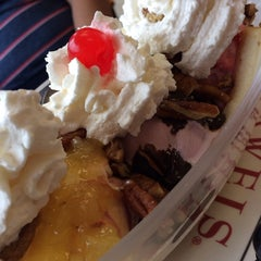 Photo taken at Oberweis Dairy & That Burger Joint by Grace on 7/12/2014