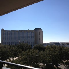 Photo taken at Rosen Inn at Pointe Orlando by Laura L. on 11/8/2012