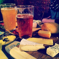 Photo taken at Broue Pub Brouhaha by Local Montréal Tours on 2/13/2013