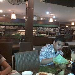 Photo taken at Bumbu Desa by Rizal J. on 10/11/2012