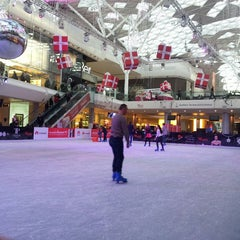 Photo taken at Westfield Shepherd's Bush Ice Rink by Kadir K. on 12/6/2013