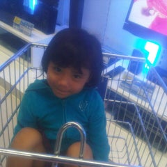 Photo taken at Carrefour by Yusron # 7 on 3/30/2014
