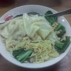 Photo taken at Mie Bandung by Krisna W. on 9/16/2014