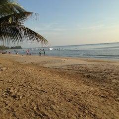 Photo taken at หาดตื้น คลื่นสวย รีสอร์ท by Wongtum on 11/23/2014