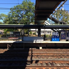 Photo taken at Metro North - Noroton Heights Train Station by Manu T. on 9/14/2014
