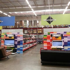Photo taken at Sam's Club by Matheus Paulo on 5/2/2013
